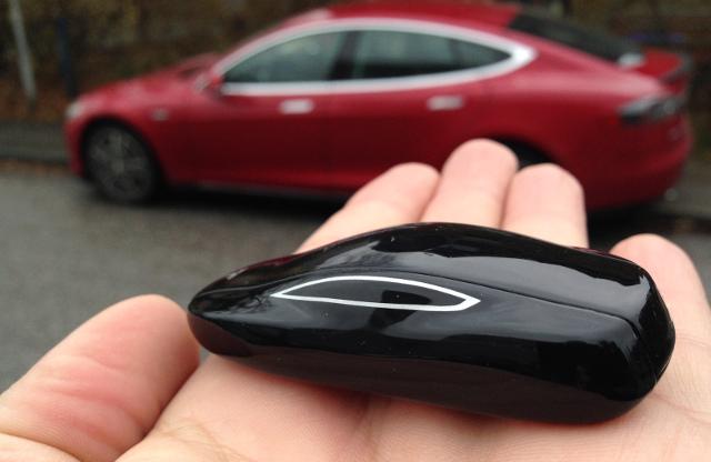Funkschlüssel in Fahrzeugform - Tesla S
