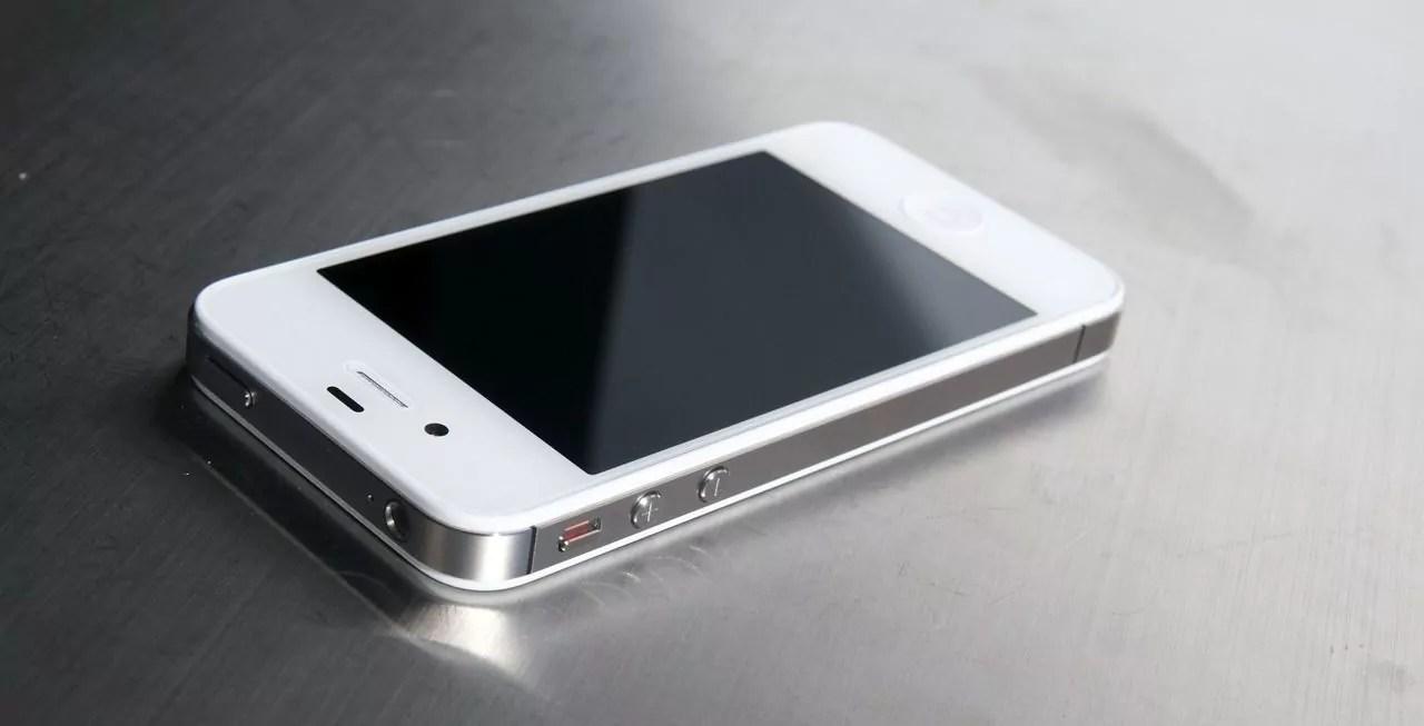 айфон 4s не включается