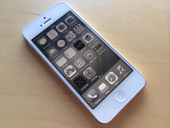 iOS-8-Accessibility-Grayscale-001