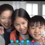 Familia empleando Skype℗ en un iPad