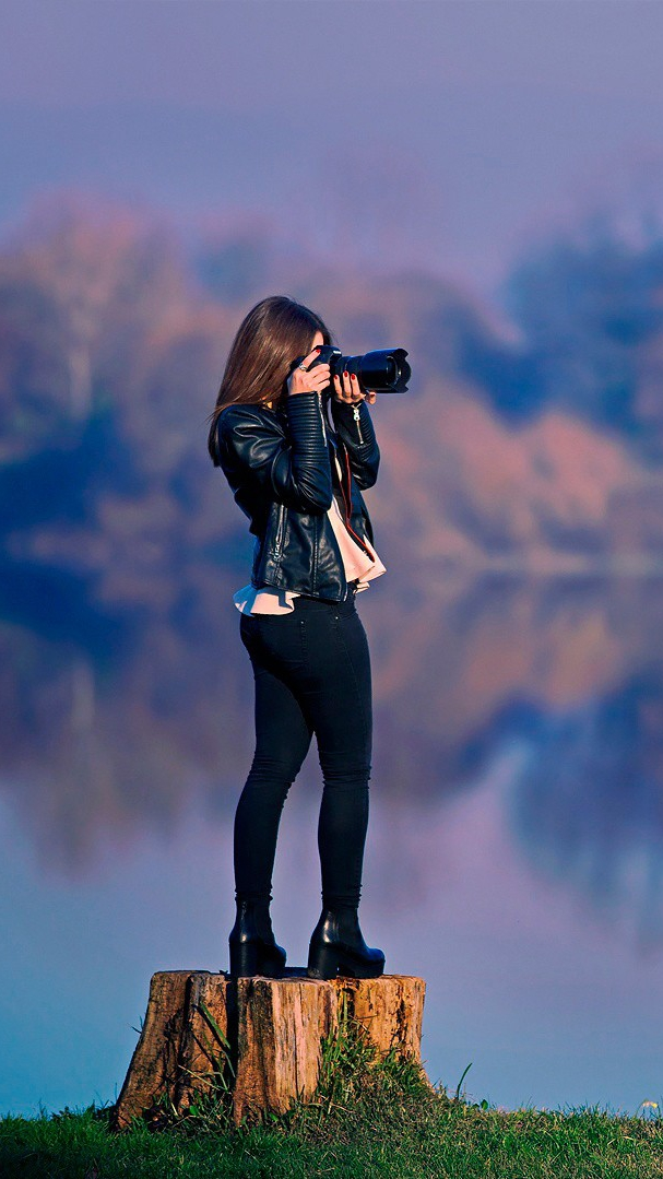 A Cute Girl Wallpaper Download Girl Taking Picture Dslr Camera Wallpaper Iphone Wallpaper