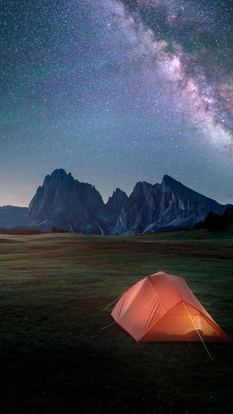 Iphone Wallpapers Com Night Camping In Nature Iphone Wallpaper Iphone Wallpapers