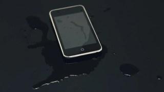 iPhoneの水没は保証の対象になるのか?キャリア別も調べてみた