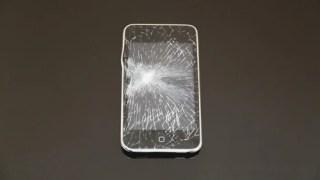 iPhoneの画面にヒビが入った…修理代はいくらぐらい?