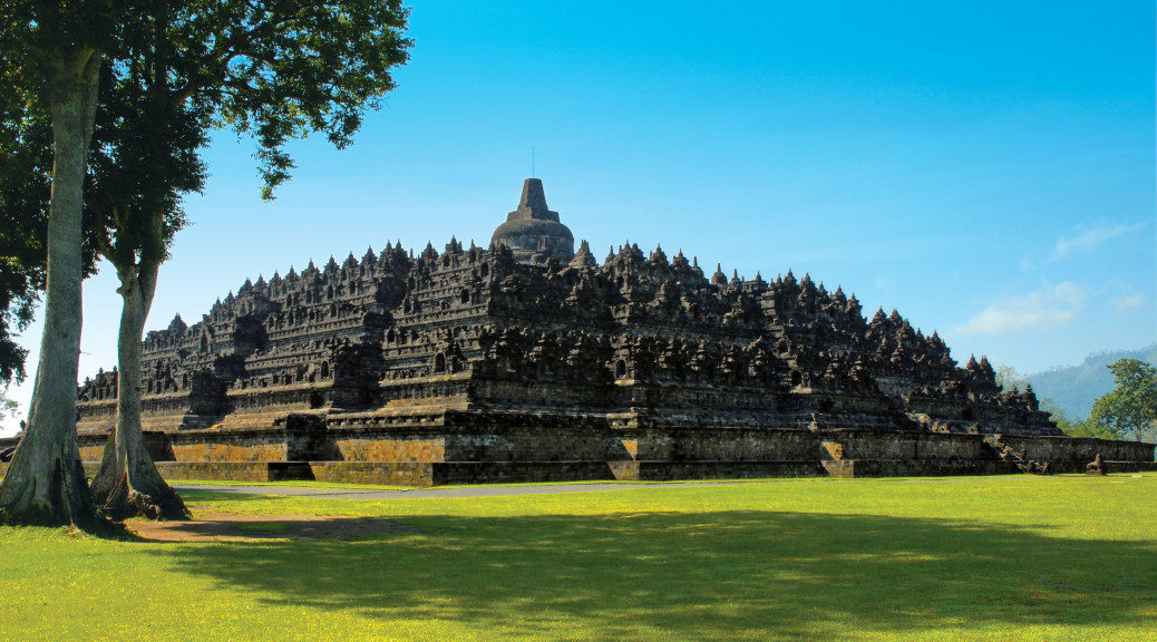 High Definition Animal Wallpapers Borobudur Temple With A Beautiful View Photo Picture Hd