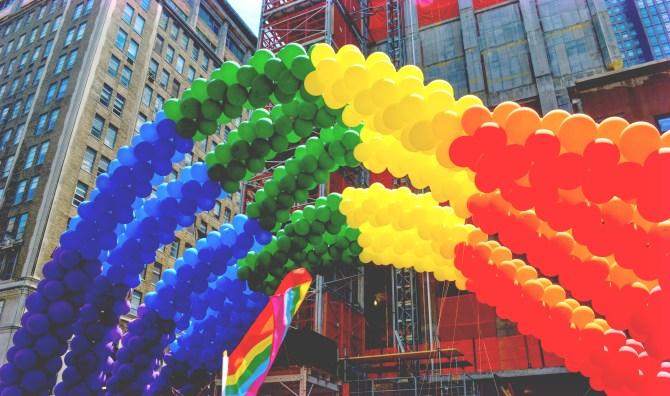 Un Pride a New York. Foto di gagnonm1993, da Pixabay.com