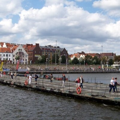 Jeden z dwóch mostów zwodzonych