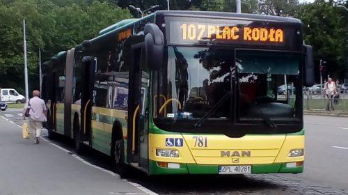 Autobus linii 107 na pl. Rodła