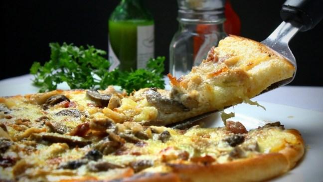 pizza na stole