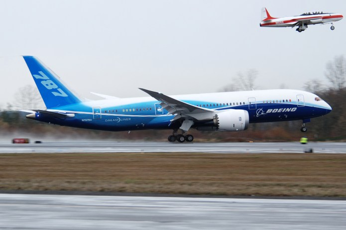 Boeing 787 takes off