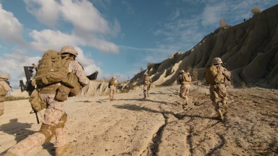 us military troops running