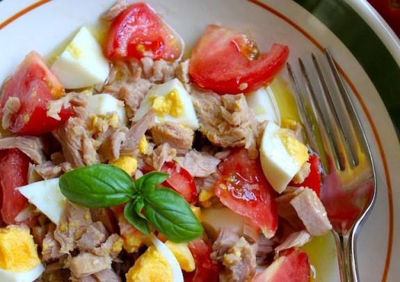 Insalata con tonno uova e acciughe  La Ricetta di Buonissimo