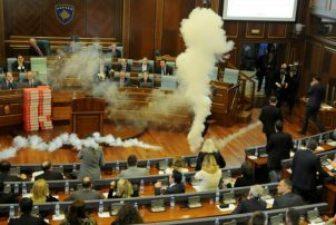 Kosovo tear gas