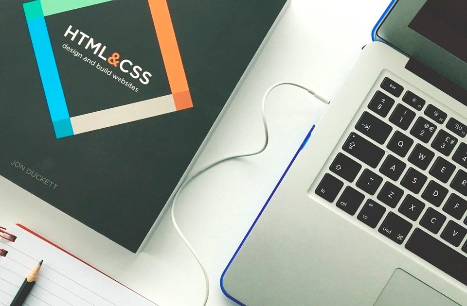 imagen de manual de diseño web y ordenador