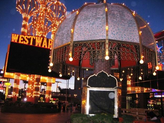 Westward Ho, Las Vegas - closing night November 25, 2005 - darkened signs