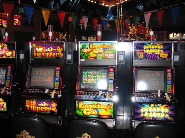 Westward Ho, Las Vegas - closing night November 25, 2005 slots shut down with tape