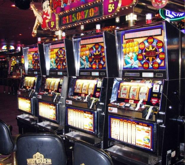 Westward Ho, Las Vegas - closing night November 25, 2005 taped up slots