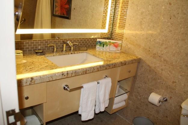 mirage hotel las vegas bathroom