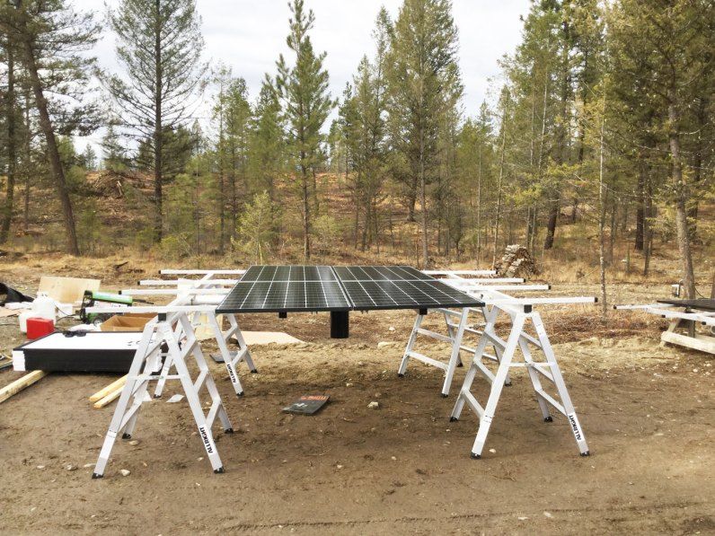 Top-of-Pole-Mount-Solar-Array