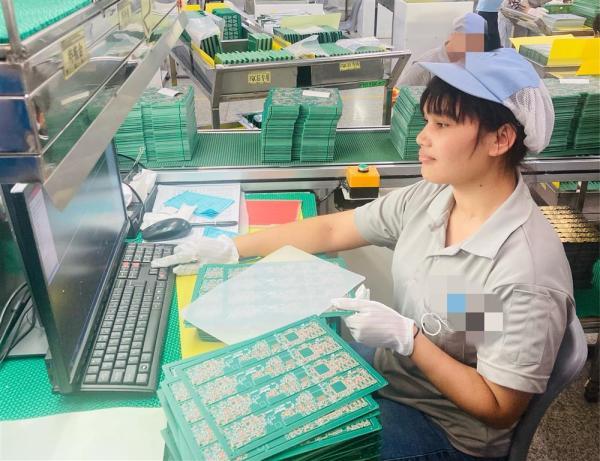 非逼大陆动武?美国通过涉台法案 解放军军机飞临台湾本岛