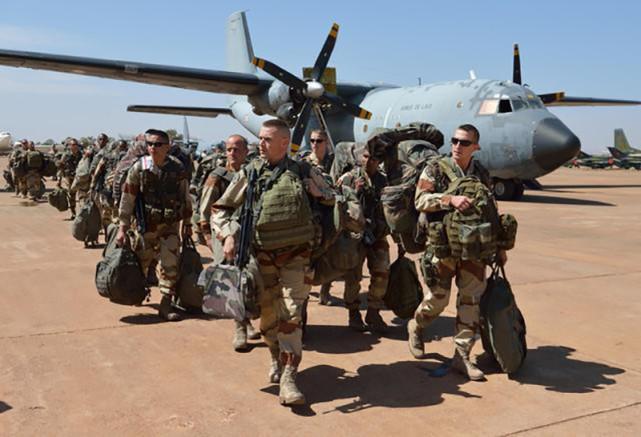 新型谬论,美国航空技术比中国强,歼20就必须比F22重?