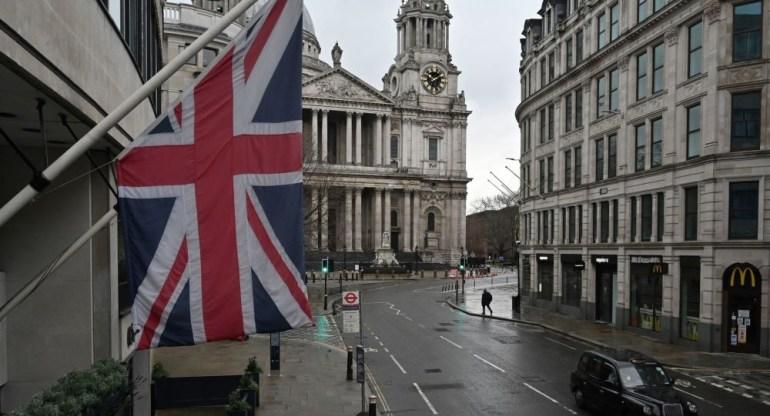 16架大运的庞大机群,飞越了南海上空,展示了我空中战略投送能力