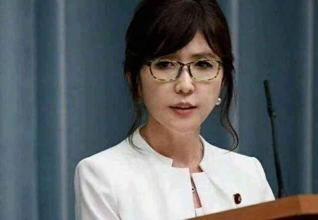 从望尘莫及到稍胜一筹,中国055大驱终超美军,伯克级服役即落后