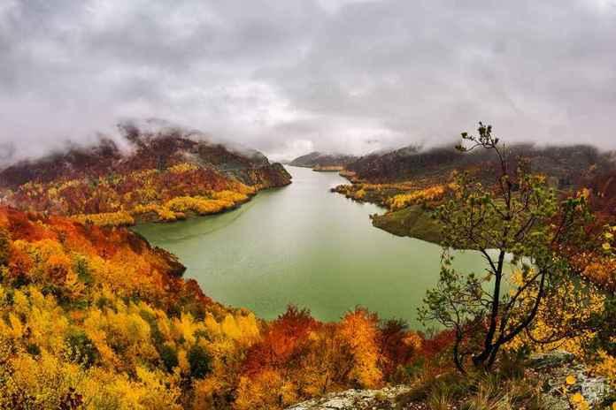 lacul-siriu-in-plina-toamna