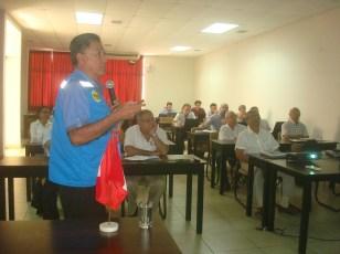 Ronald Ruiz explicando la experiencia FORASAN