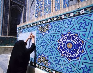 Copying tile design of Masjed-e-Jame - Esfahan, Iran