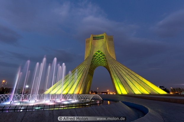 06 Azadi tower and fountain