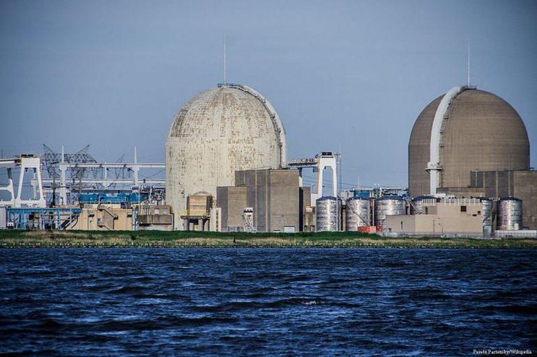 2012_5_18-Nuclear-Reactors800px-Salem_Nuclear_Power_Plant