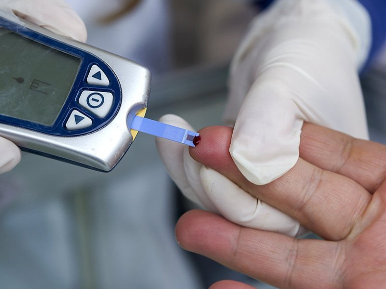 dt_140702_finger_stick_blood_glucose_800x600