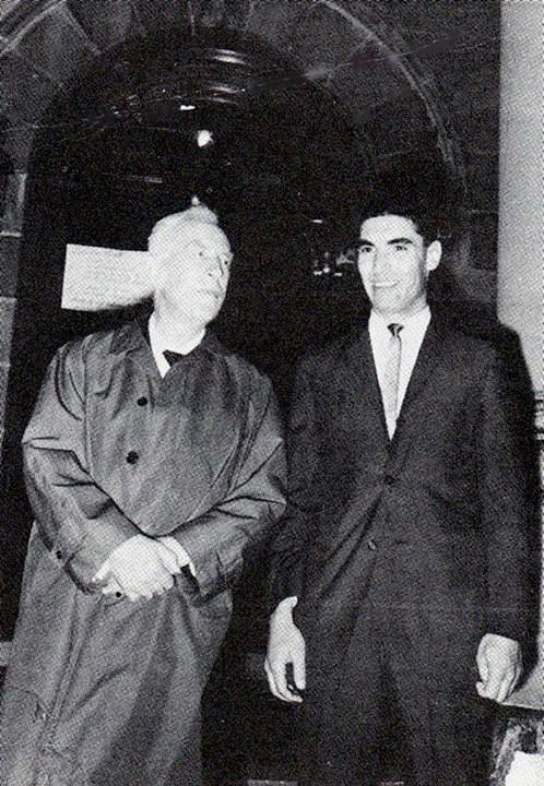 الأحمد مع المؤرخ البريطاني الشهير آرنولد توينبي في جامعة دنفر، سنة 1964م