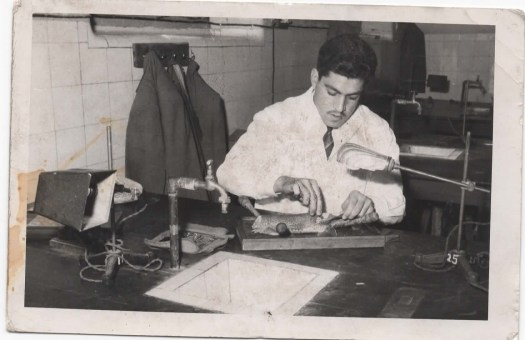 في مختبر البايولوجي – الكلية الطبية- جامعة بغدادعام 1961