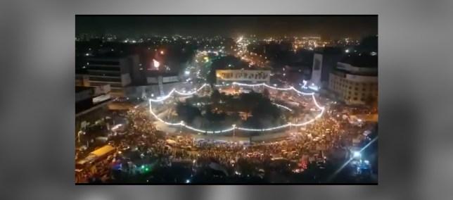 هكذا هي ساحة التحرير مساء أمس