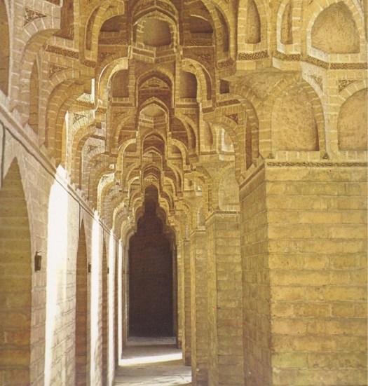القرميد المقرنص ، القصر العباسي