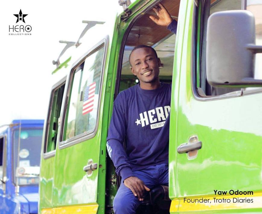 Yaw Odoom,  mini-bus vert jaune, sourire