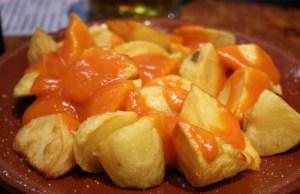 Patatas bravas con salsa casera