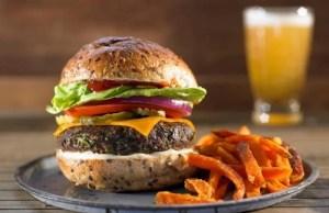Hamburguesa clásica estilo Whopper de Burger King
