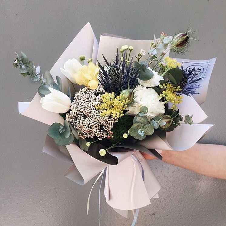 Только орхидей, букет в подарок невесте от друзей