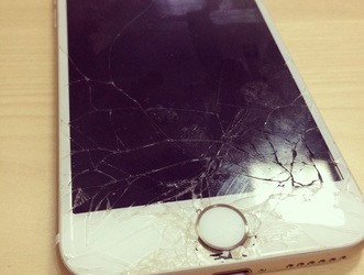 Cracked iPhone Screen in Tokyo!