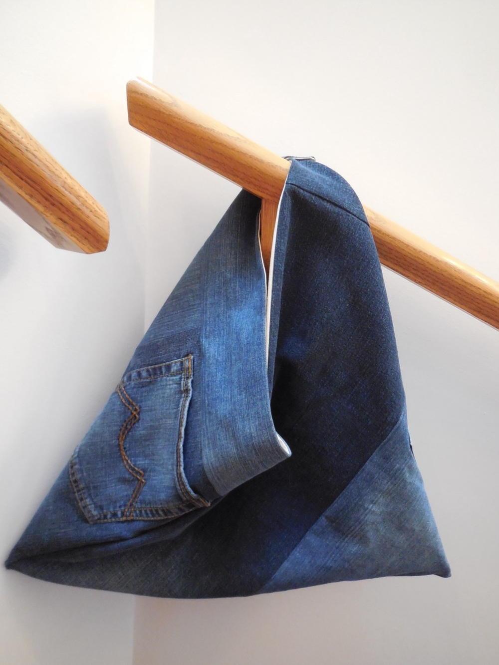 Denim Triangle Bag Pattern  FaveQuiltscom