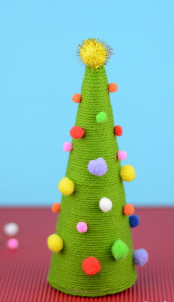 Pom Pom DIY Christmas Tree