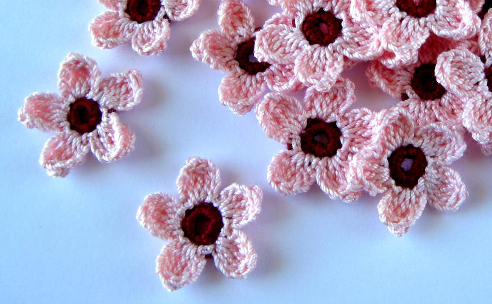 kitchen gloves rustic round table cherry blossoms crochet pattern | allfreecrochet.com