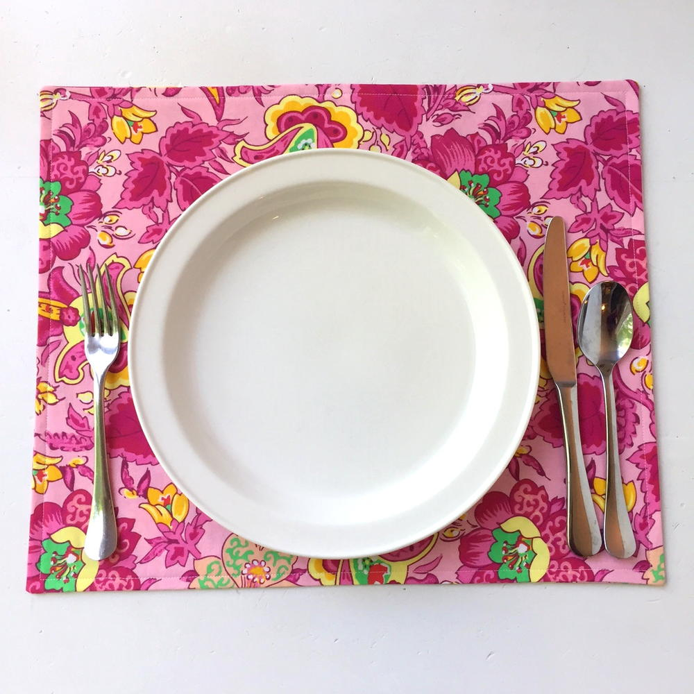 Easy Placemat Tutorial  AllFreeSewingcom