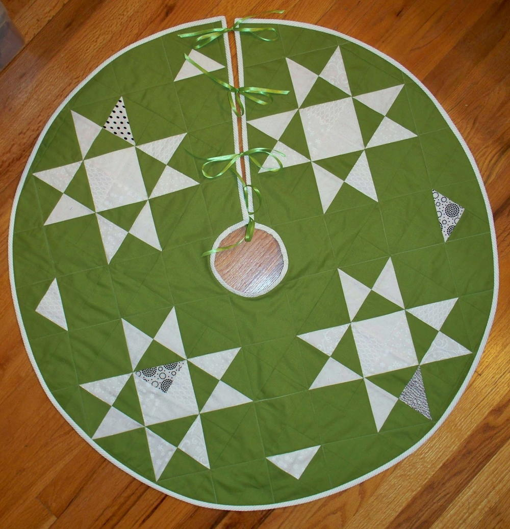 North Pole Tree Skirt  FaveQuiltscom