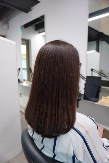 ツヤのでた髪の毛の女性