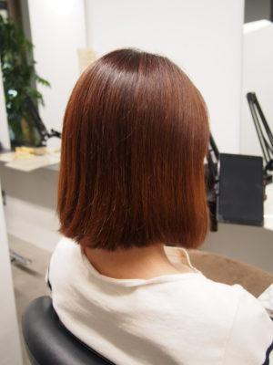 髪を染める前の女性