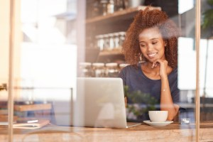 woman setting employee performance goals